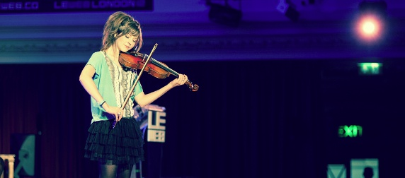 vionlinist Lindsey Stirling