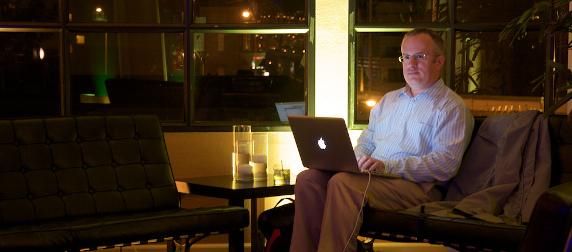 Brendan Eich working on an Apple laptop