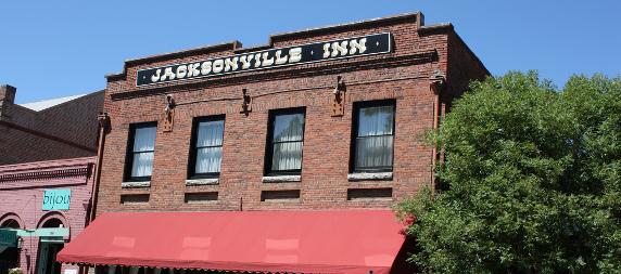 facade of the Jacksonville Inn in Jacksonville, Oregon