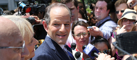 Eliot Spitzer among journalists and onlookers
