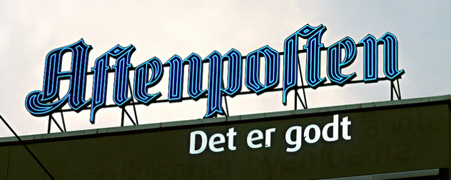 lit, external sign for Aftenposten, with the text 'Det er godt' beneath