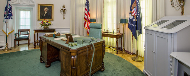 LBJ Oval Office desk, recreation