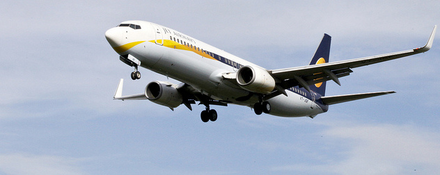 Jet Airways Boeing 737 in flight
